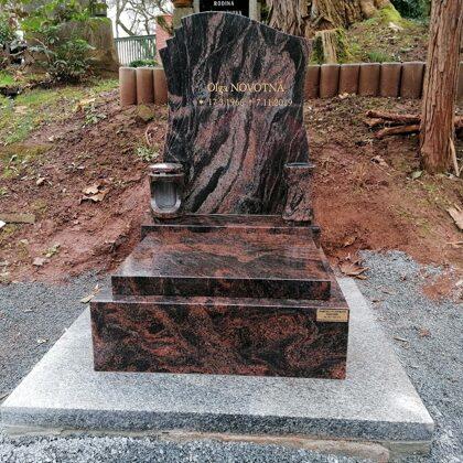 Vzor č. 63 - Urnový pomník Aruba vel. 60x70, chodníček žulový Vahlovice, neleštěný